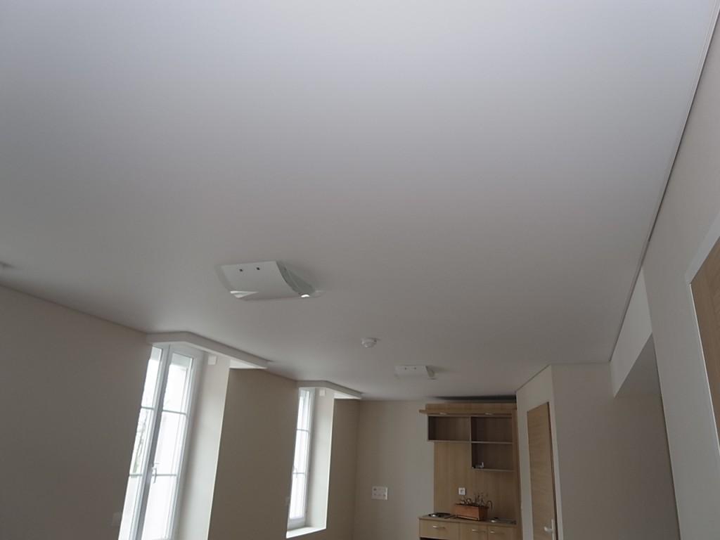 Plafond tendu climaclick peinture frehel deco morbihan for Modele de staff plafond