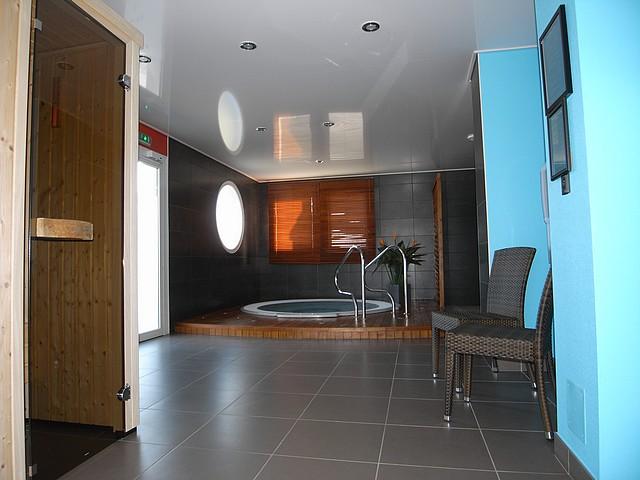Piscine, spa, Plafond tendu avec spots, Fréhel Déco Morbihan, 56