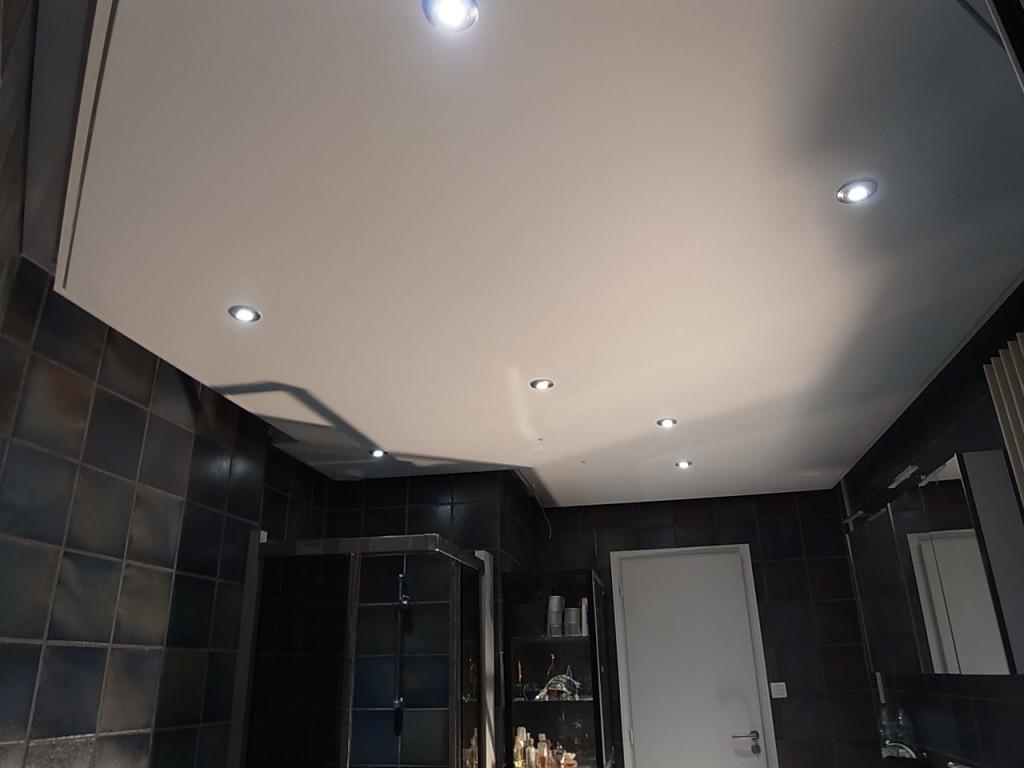 Salle de bain, Plafond tendu satiné